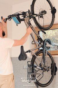 Solidny i funkcjonalny wieszak na rower alu-frost