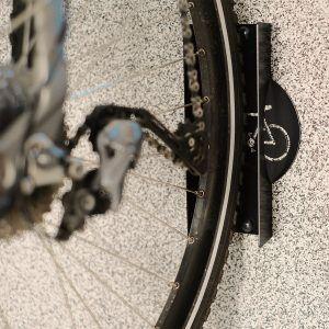 podpory mają dekoracyjne motywy rowerowe